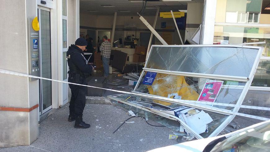 Tentative de casse au camion bélier dans un bureau de poste à