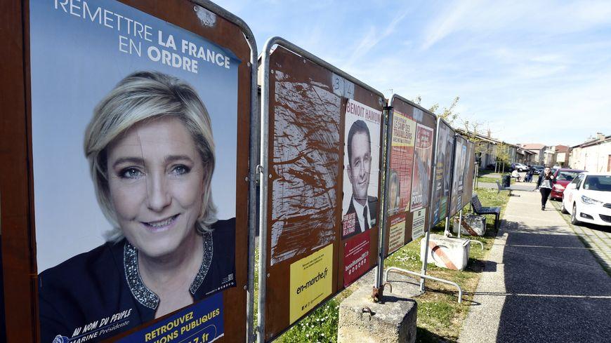 Panneaux de campagne du 1er tour de l'élection présidentielle