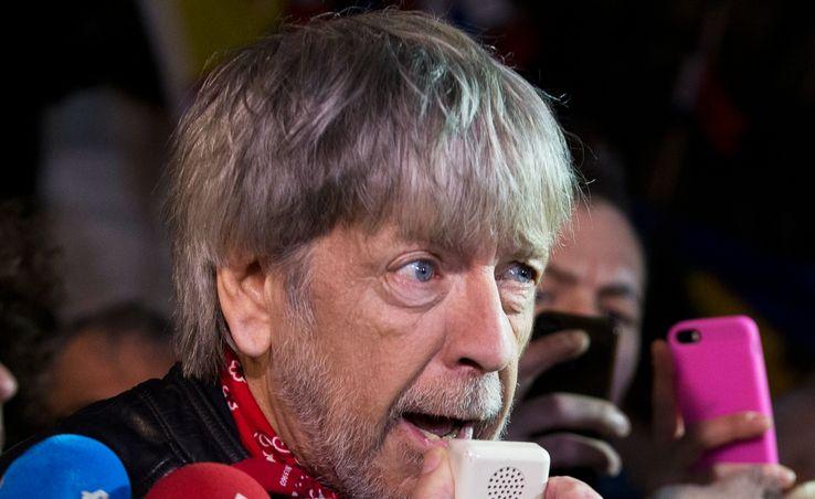 """Socialiste engagé pendant longtemps, Renaud vient de se rallier publiquement à Emmanuel Macron, après avoir démenti """"totalement"""" soutenir François Fillon"""