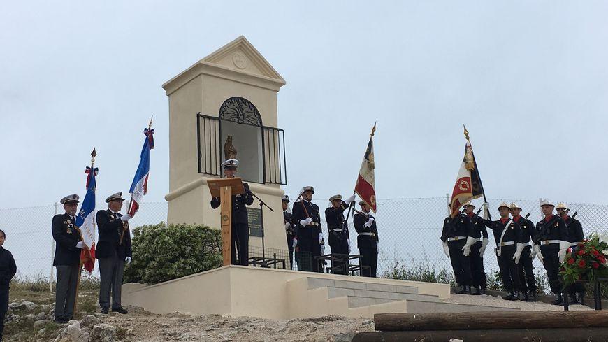 La cérémonie en hommage aux marins-pompiers de Marseille au pied de Notre-Dame de la Garde