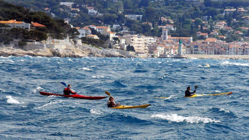 La police a retrouvé un kayak sur l'île du Frioul qui serait surement aux deux jeunes victimes.