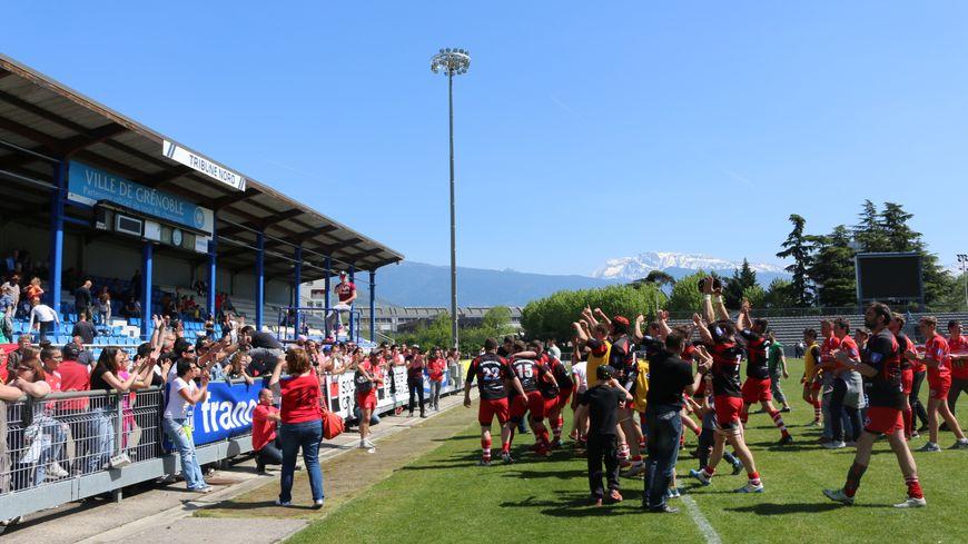La communion entre une équipe heureuse et son public venu la supporter samedi au stade Lesdiguières