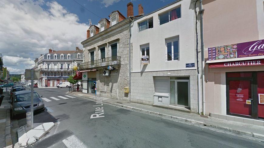 L'accident a eu lieu à l'angle de la rue Mirabeau et de la rue Louis Blanc.