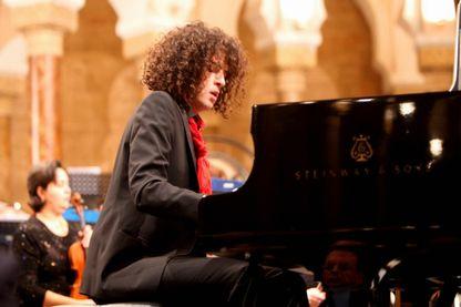 Riche de plusieurs cultures, le pianiste Simon Ghraichy est l'invité de Vincent Josse