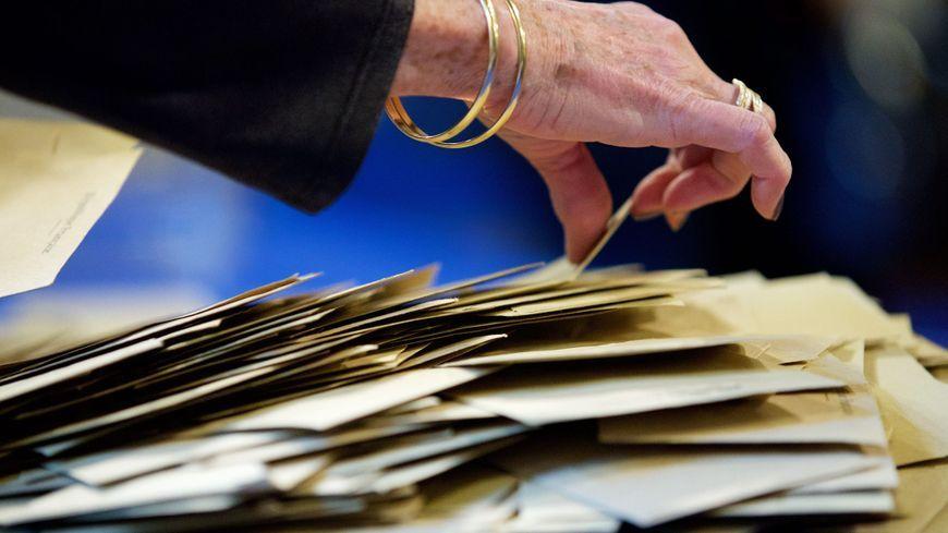 Dépouillement lors du premier tour de l'élection présidentielle © Maxppp -
