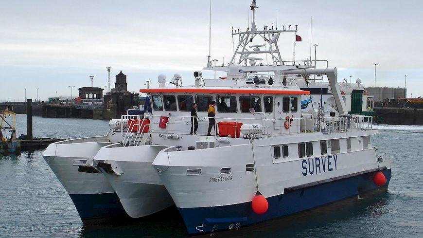 Pendant une dizaine de jours, ce bateau va chercher d'éventuelles munitions non-explosées dans la zone du futur parc éolien de la baie de Saint-Brieuc