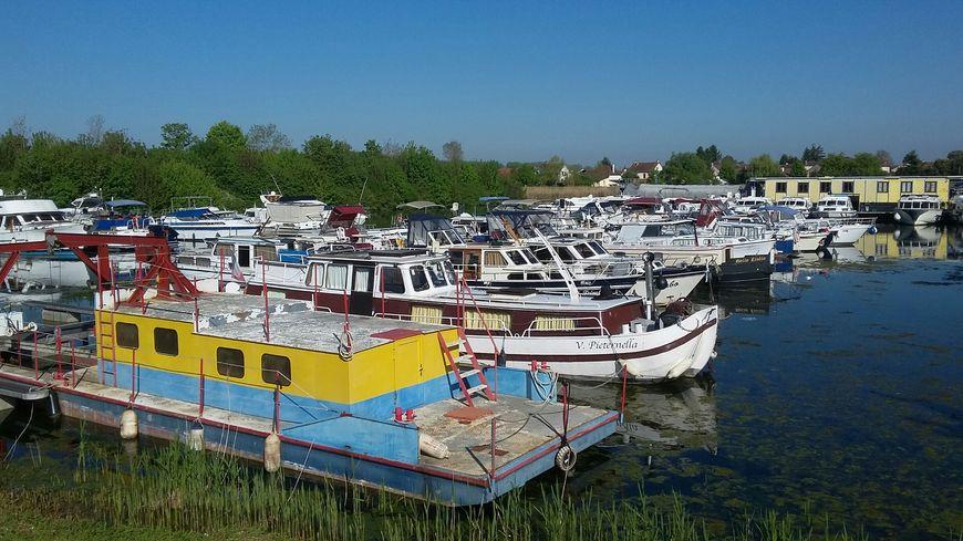 Le port fluvial de Saint-Jean-de-Losne