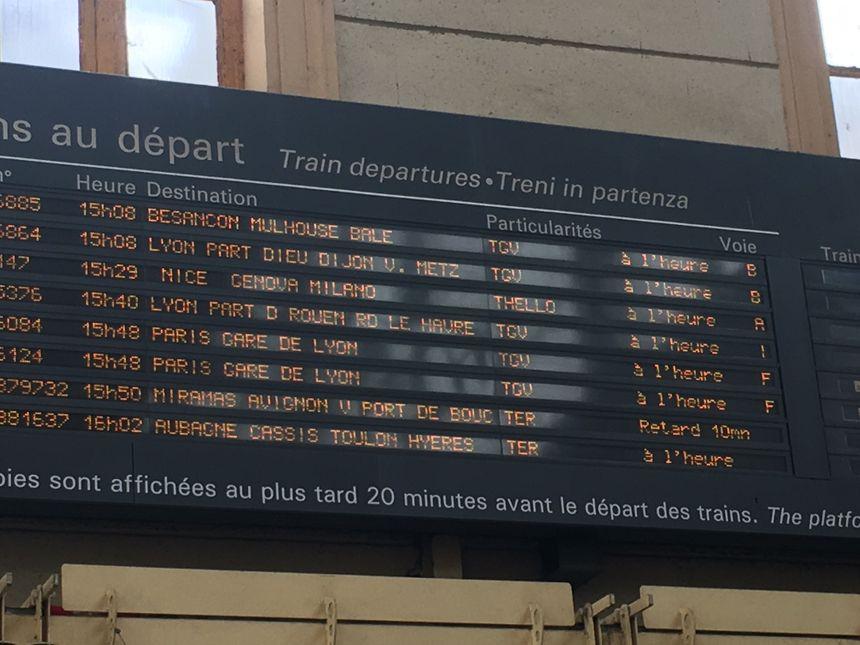 Un retard ? Oui, sur une ligne ... TER justement ! (Marseille, Miramas, Avignon)