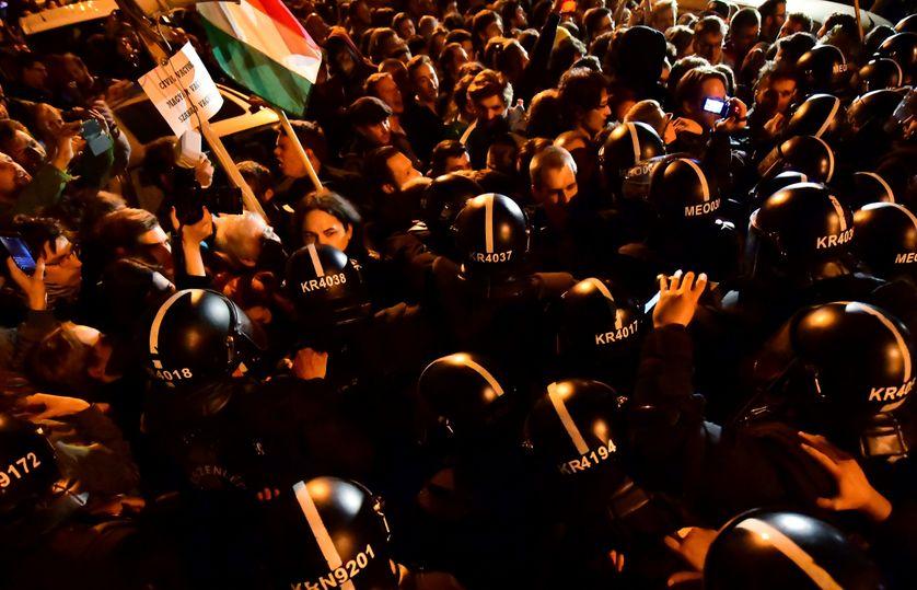 Manifestation en Hongrie contre la loi sur les universités étrangères