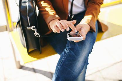 Profiter de l'attente à l'arrêt de bus pour donner un peu de son temps et / ou de son argent