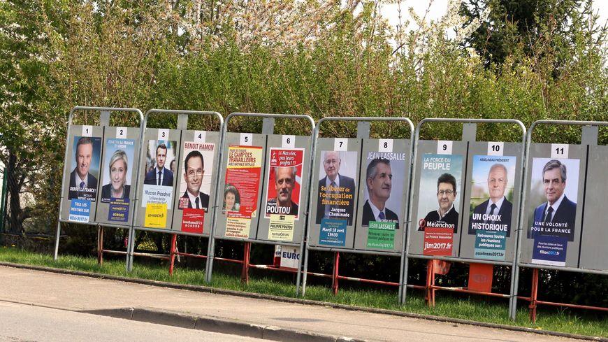 Les affiches des 11 candidats au scrutin présidentiel