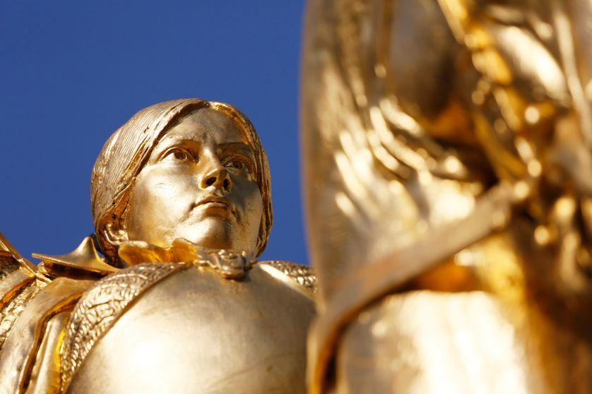 Statue équestre de Jeanne d'Arc place des Pyramides dans le Ier arrondissement de Paris