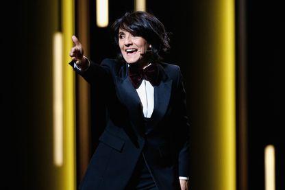 Florence Foresti sur la scène du théâtre du Châtelet lors des César 2016