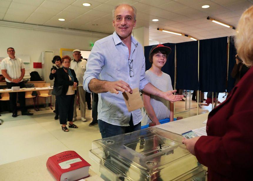 Philippe Poutou a voté dimanche matin, à Bordeaux.