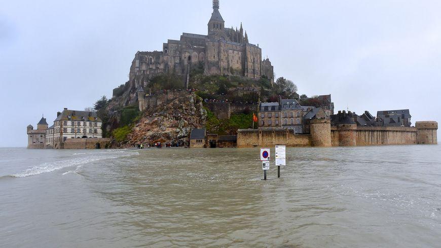 La baie du Mont Saint-Michel par grandes marées