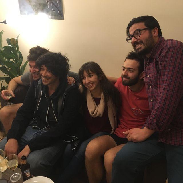 Niklas, Taïeb, Sarah, Eloi et Ezra. Membres et amis proches de cette première colocation interconvictionnelle à Bordeaux.