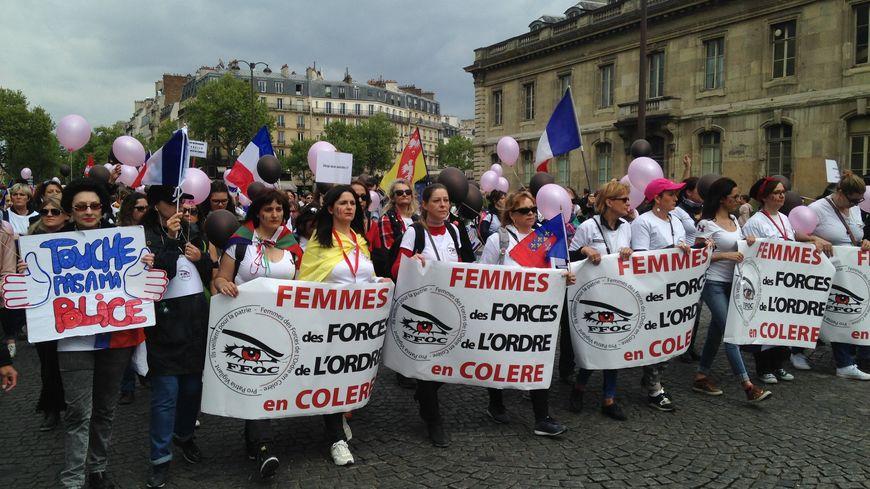 Ces femmes de policiers, de gendarmes ou de pompiers demandent plus de reconnaissance pour le travail des forces de l'ordre