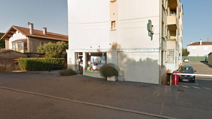 L'homme est rentré dans cette pharmacie de la rue Jean Bart vendredi soir peu après 18 heures.