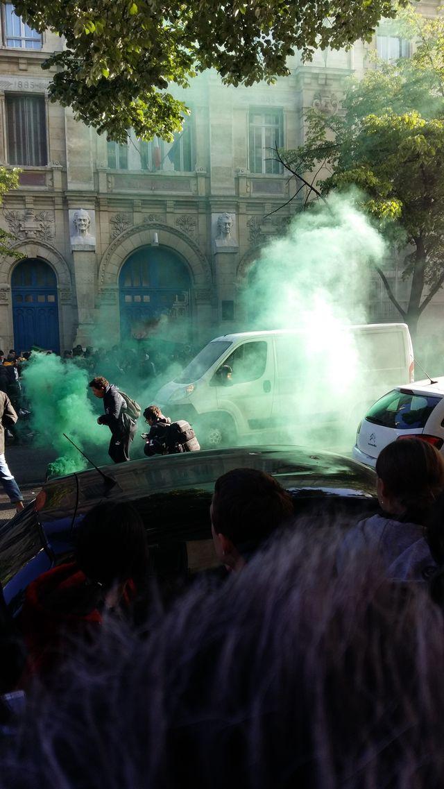 Blocus devant le lycée Voltaire, le jeudi 27 avril
