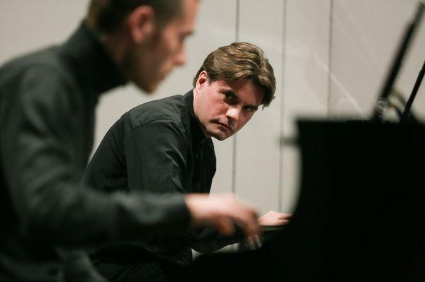 Le pianiste Nicolas Horvath propose l'intégrale de l'oeuvre pour piano de Philip Glass en deux concerts de 6 heures