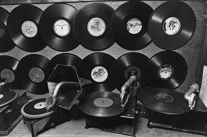 Gramophones et disques présentés au Old Sound Museum, Dennis, Massachusetts, USA, le 31 octobre 1978.