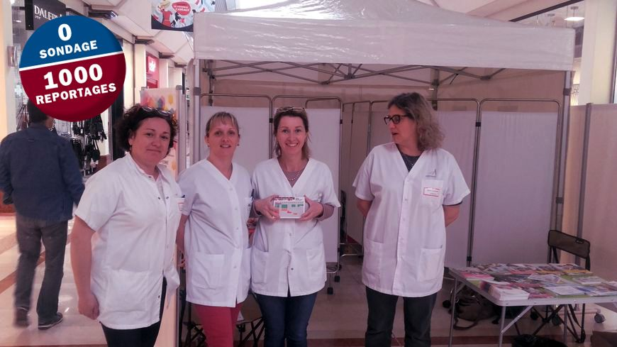 L'équipe du centre de vaccination de l'hôpital d'Avignon vaccine au centre commercial du Pontet.