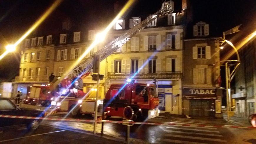 L'incendie s'est déclaré au dernier étage d'un immeuble de la place Bonnyaud