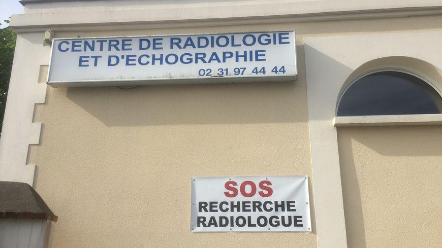 L'affiche placardée sur le centre de radiologie de Ouistreham