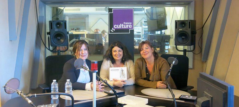 """France Culture, studio 152... L""""auteure Sarah V. & la productrice Aline Pailler, Claude K. Dubois, 2e auteure de """"Bonhomme"""" éditions Pastel-L'École des loisirs  (de g. à d.)"""
