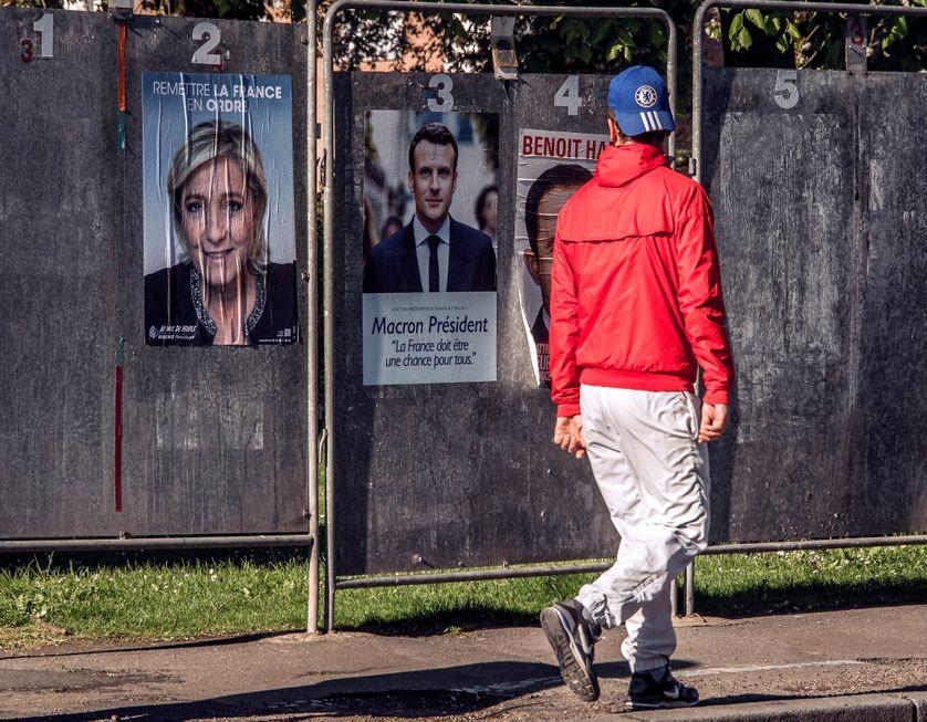 Les affiches de la campagne électorale à Henin-Beaumont