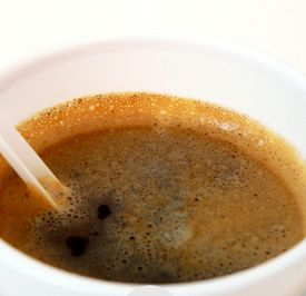 Un café dans un gobelet fabriqué chez APS