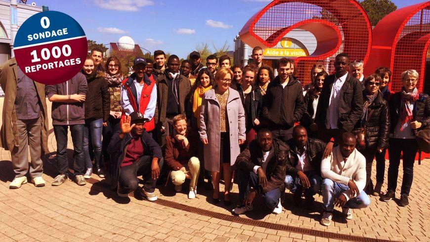 Les 10 jeunes soudanais de Mignaloux, entourés entre autres des 15 étudiants en BTS d'Isaac de l'Etoile