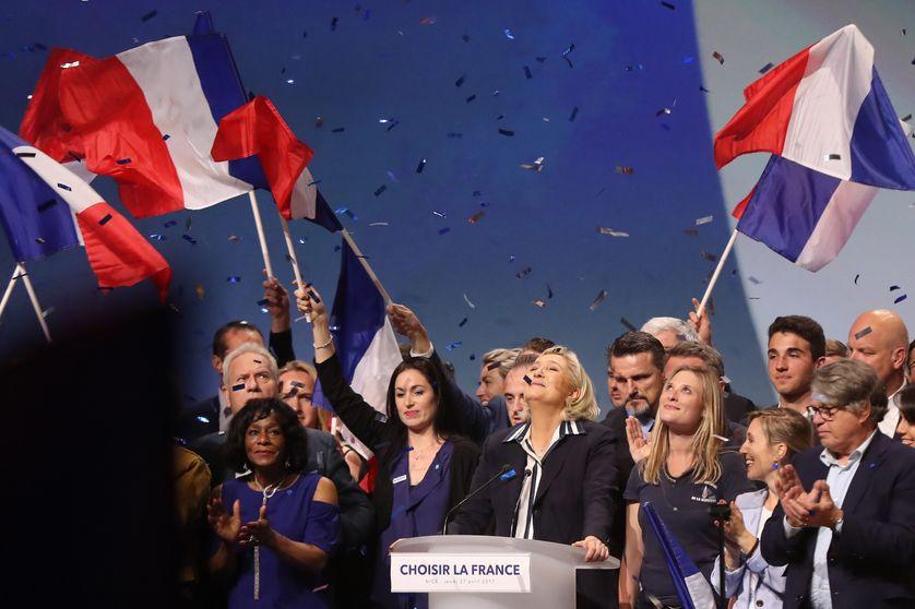 Marine Le Pen, en meeting, à Nice