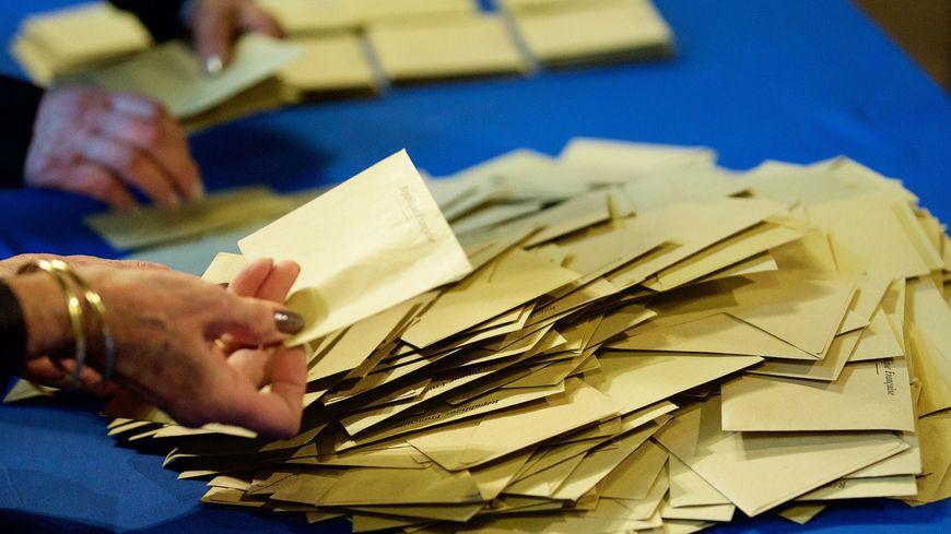 Dans les bureaux de vote, les assesseurs sont indispensables pour garantir la sincérité du scrutin