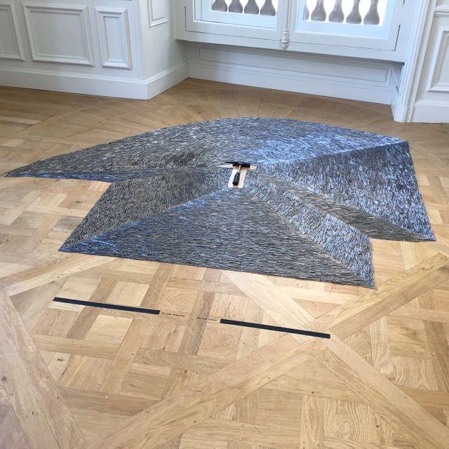 """""""Interaction avec marteau et cloud"""" de Jean-Luc Vilmouth, dans l'exposition à la Monnaie de Paris"""
