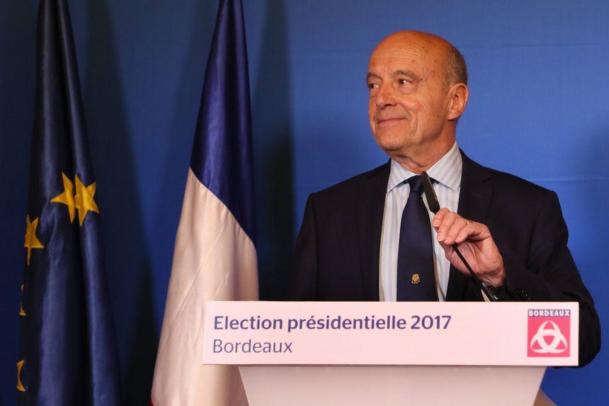 Alain Juppé lors de sa déclaration à la mairie de Bordeaux.