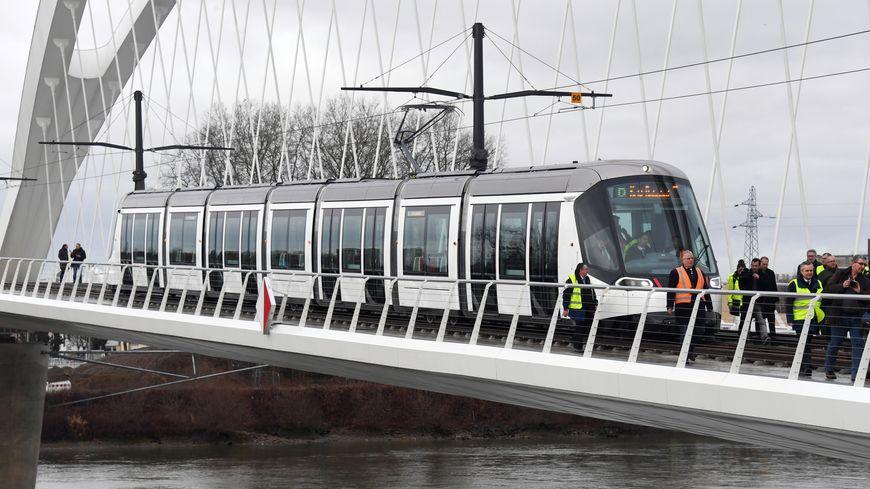Rame d'essai pour l'extension du tramway de Strasbourg jusqu'en gare de Kehl, en février 2017