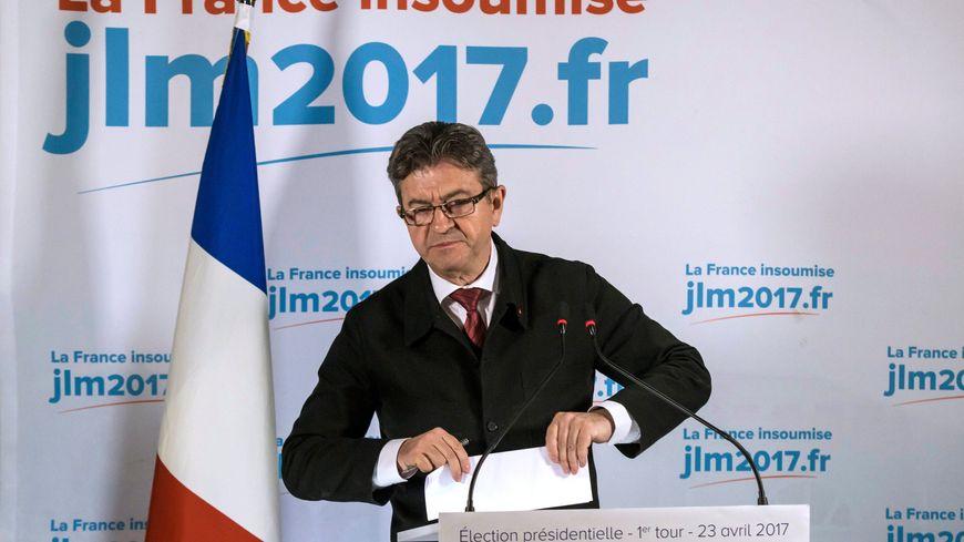 Jean-Luc Mélenchon ira bien voter au second tour de la Présidentielle, mais ne dit pas s'il votera blanc ou pour Emmanuel Macron