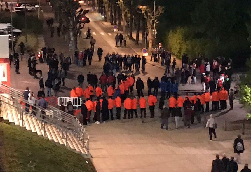 A l'issue de la rencontre, la sécurité des joueurs a du être assurée à la sortie du Stade Delaune.