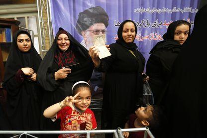 Femmes iraniennes devant un bureau de vote à Téhéran pour l'élection présidentielle - 19 mai 2017