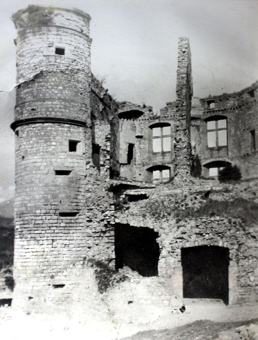 Les ruines du château du BARROUX.