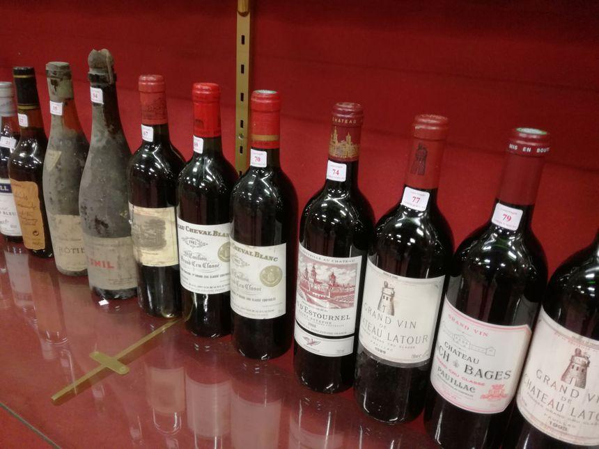 Quelques unes des bouteilles qui seront mises aux enchères à l'hôtel des ventes rue de Gray à  Dijon