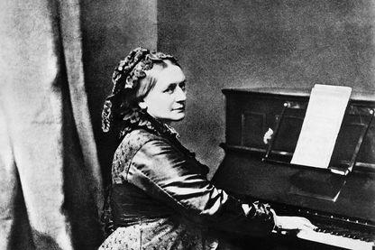 La compositrice Clara Schumann au piano