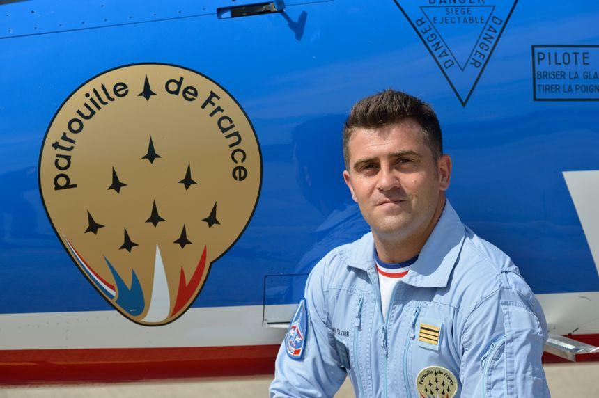 Le commandant Christophe Dubois, pilote leader de la Patrouille de France