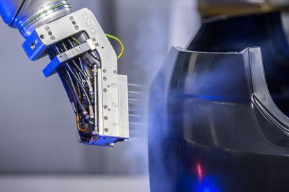 A terme, nous devrons travailler en compagnie de robots.