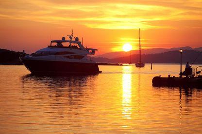 Port Cros : l'île est éclairée par le littoral, de 25 à 75% selon la météo.