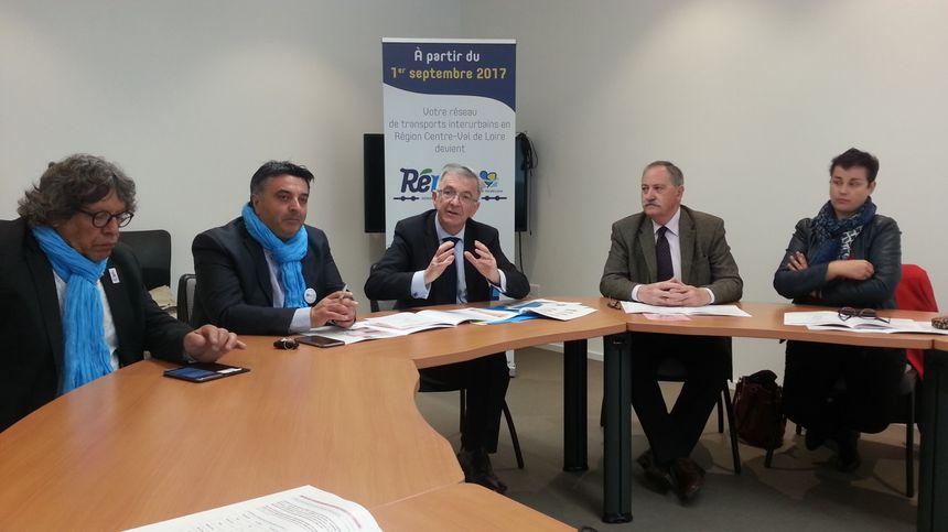 Philippe Fournié, vice-président du conseil régional chargé des transports (deuxième en partant de la gauche), est également élu à Vierzon.