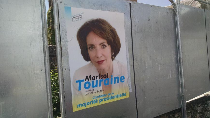 L'affiche électorale sur laquelle le logo du PS a tout simplement disparu.