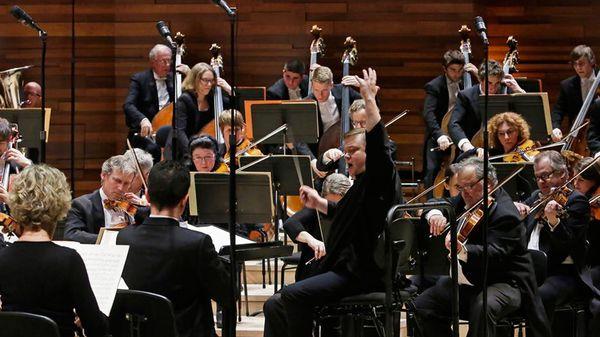 Debussy, Prokofiev et Sibelius par Alexander Toradze et l'OPRF sous la direction de Mikko Franck