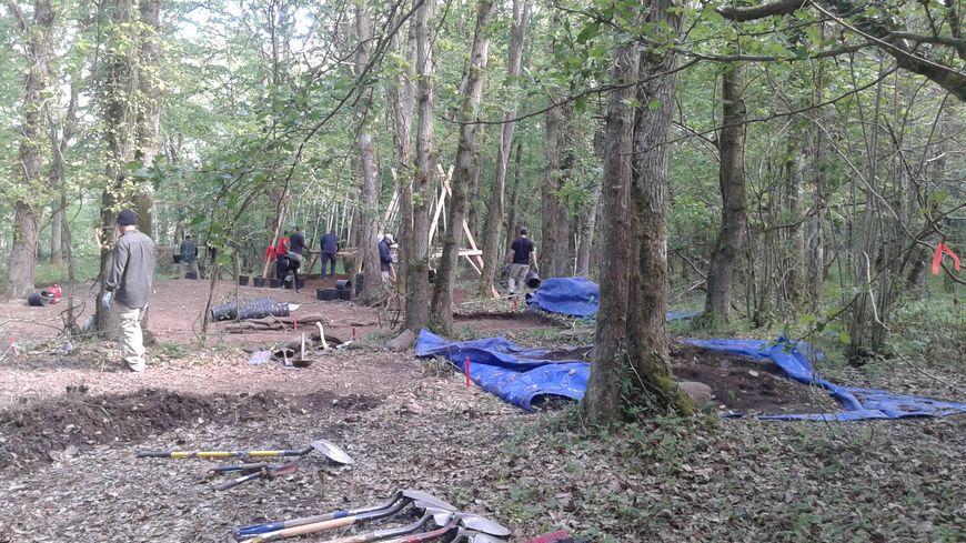 Une vingtaine de militaires américains fouillent le bois de Baron-sur-Odon depuis le 24 avril dernier